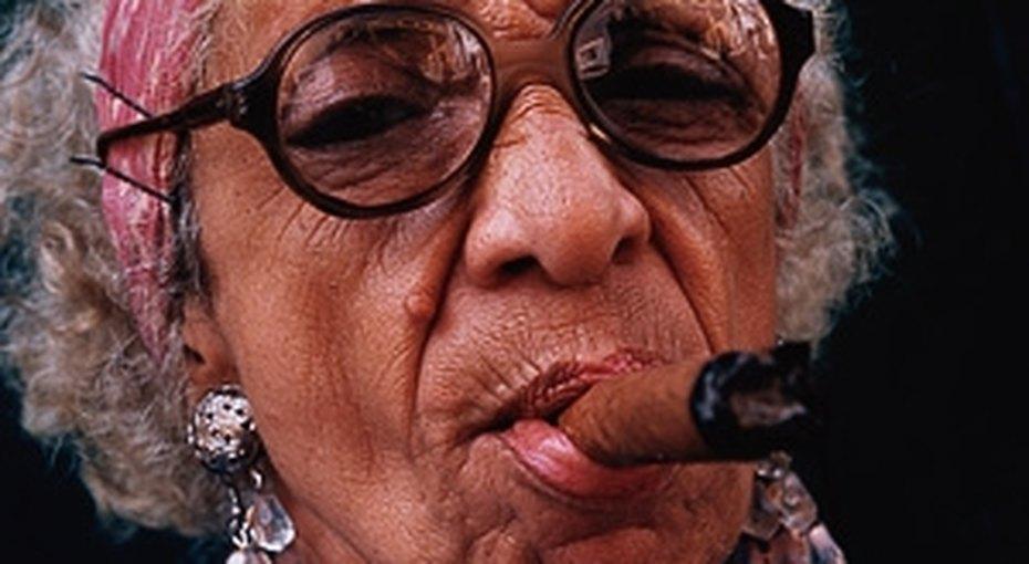 100 лет ссигаретой взубах