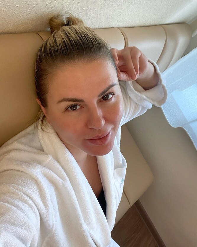 Анна Семенович в клинике фото