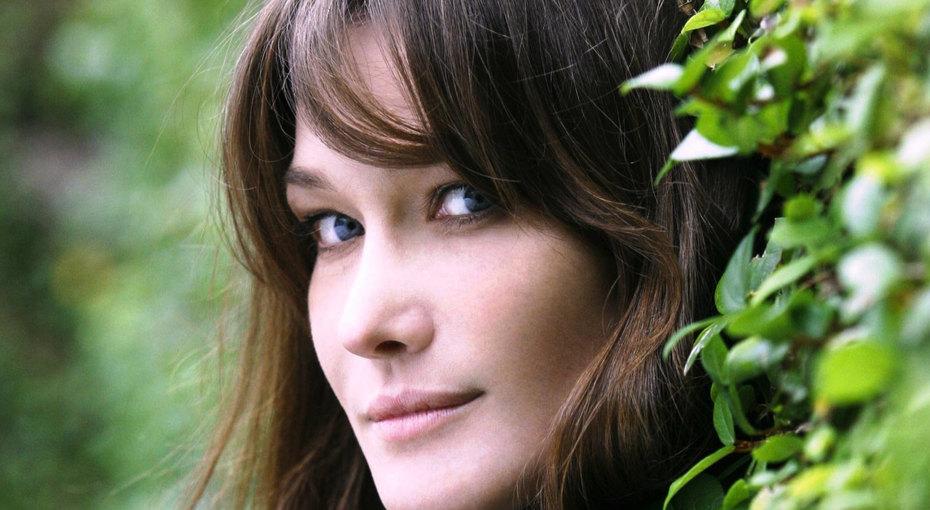 Карла Бруни - женщина, которая поет