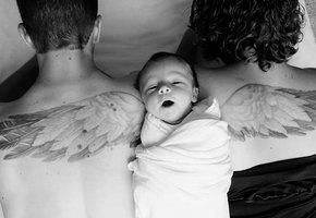 Родители почтили память погибшего сына трогательным фото с новорожденной дочкой