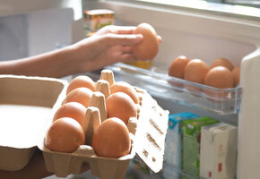 Куда класть яйца? Как организовать хранение в холодильнике раз и навсегда