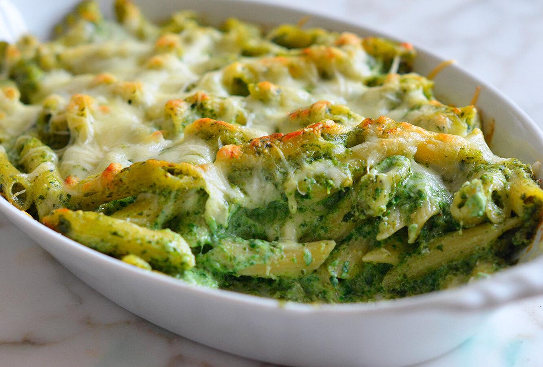 Рецепт запеканки из пенне с сыром и шпинатом