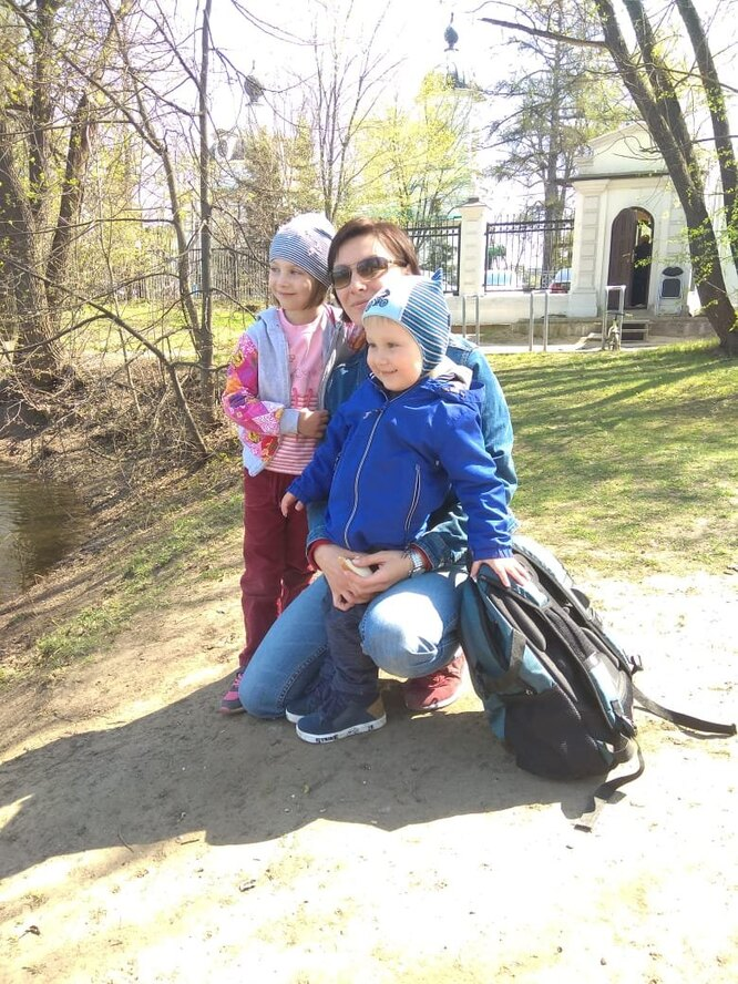 Оксана с дочерью Полиной и сыном Сашей