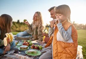 Пикник в День защиты детей. 5 блюд, которые детвора обязательно съест