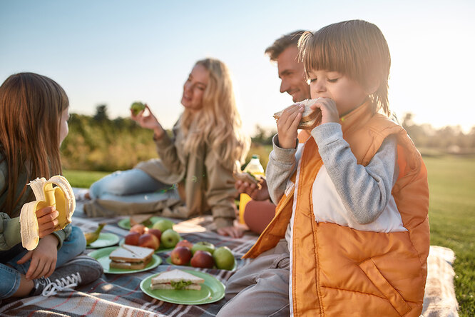 Пикник вДень защиты детей. 5 блюд, которые детвора обязательно съест