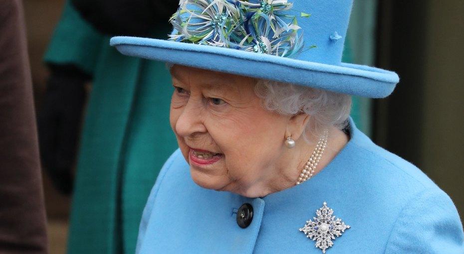 Королева Елизавета II молчаливо поддержала Гарри иМеган,  надев намессу «канадский подарок»