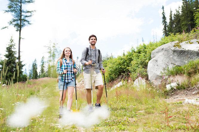 Почему звезды выбирают скандинавскую ходьбу икак ею правильно заниматься