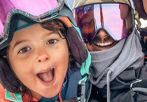 «Нереально». 5-летняя девочка катается на сноуборде лучше взрослых