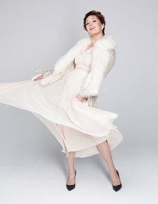Платье Sandro, куртка Patrizia Pepe, туфли Pollini, NO ONE, колье исерьги SOKOLOV