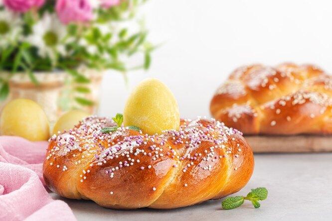 Пасхальная выпечка разных стран: райндлинг, гугельхопф, булочки, пирог ихлеб