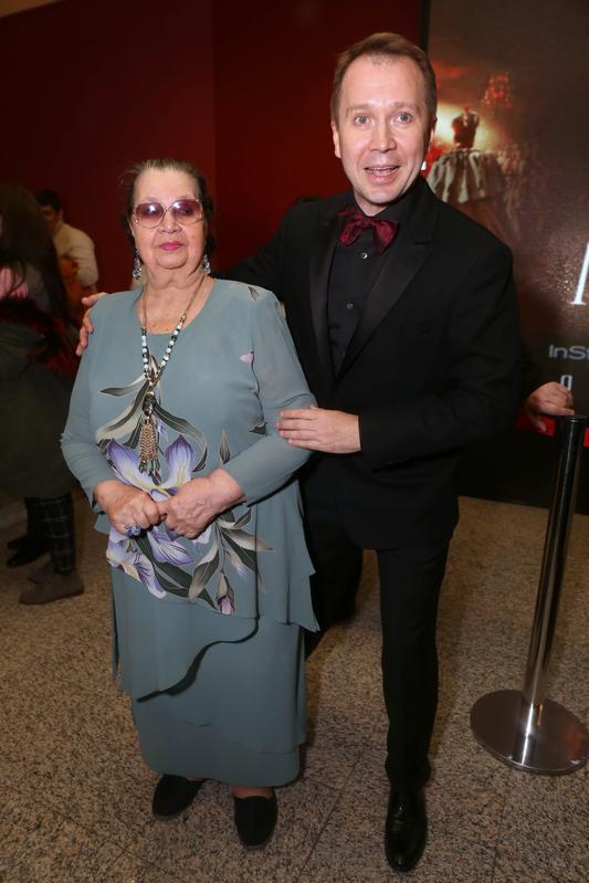 Евгений Миронов с матерью фото