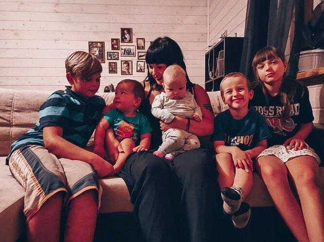 Александра Стриженова со всеми детьми