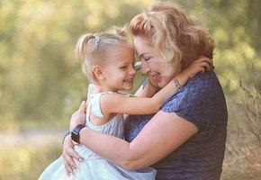 «Смелая бабушка»: мама Тимати сделала тату в честь новорожденного внука