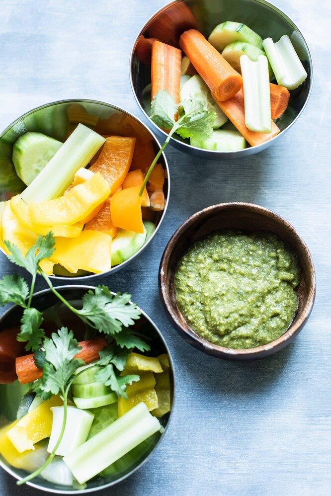 Овощи с соусом песто