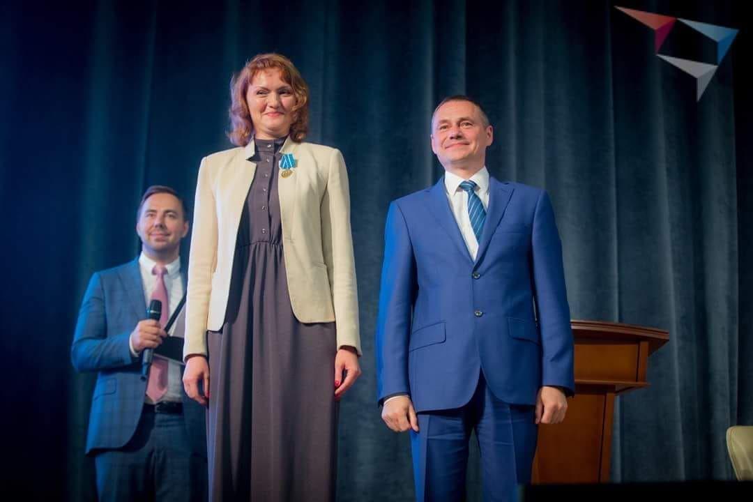 Маша Роща нанаграждении медалью МЧС