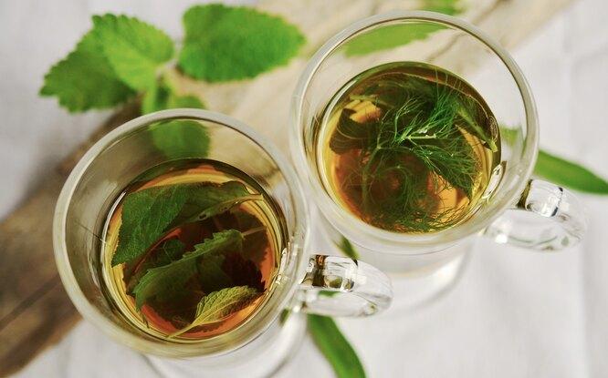 мята, чай с мятой, чай мятный в стакане, мята чай и лед