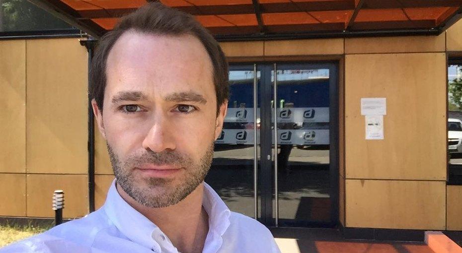 Друг Александра Реввы, актер сериала «Интуиция» погиб, выпав с11 этажа