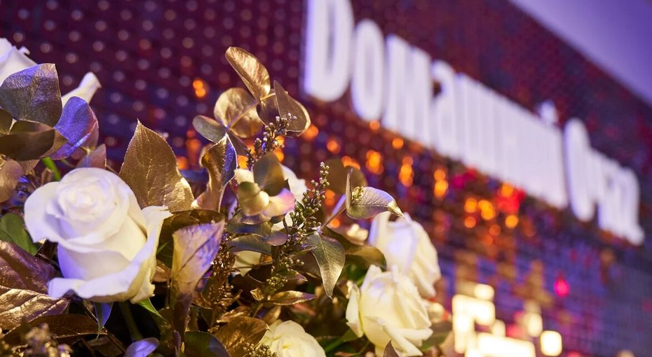 Ирина Безрукова, Ольга Бузова, Оскар Кучера идругие звезды поздравили финалисток премии «Время женщин»