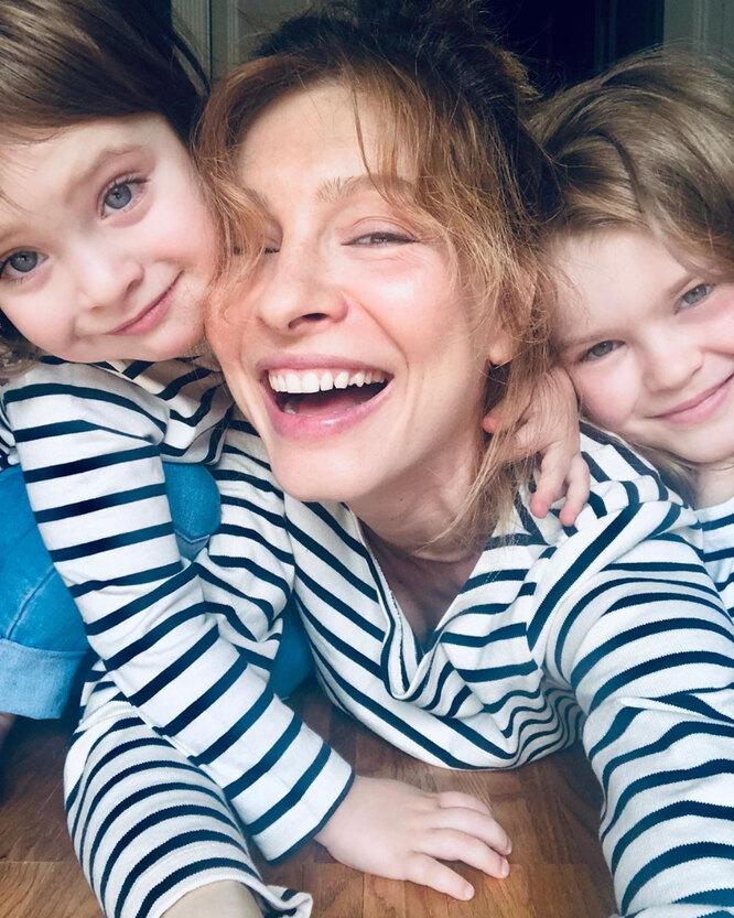 Елена Подкаминская с дочерьми