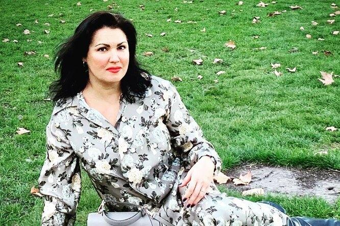 «Нереально красивые»: Анна Нетребко иее старшая сестра восхитили поклонников (фото)