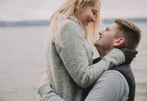 Мужчина сделал предложение девушке, но потерял кольцо. Полиция нашла и украшение, и влюбленную пару