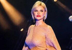 «Девушка на выданье»: Ирина Круг в распахнутом халате показала грудь