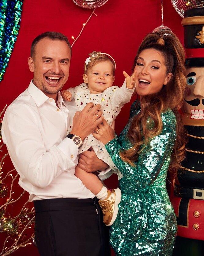 Игорь Сивов и Нюша с дочерью