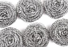 Она не железная! 10 неожиданных способов применения металлической мочалки