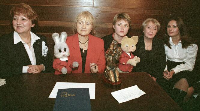 Коллектив телепередачи «Спокойной ночи, малыши!» после церемонии вручения премии «ТЭФИ-2003».