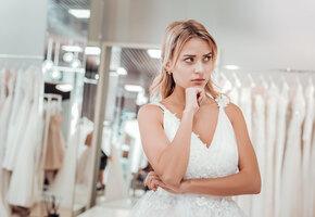 Ожидание и реальность: невеста пришла в ужас от платья, заказанного онлайн