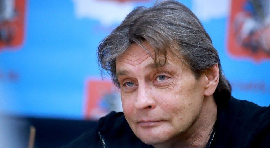 «Кожа стареет, обвисает»: 55-летний Александр Домогаров рассказал оботношении кпластике
