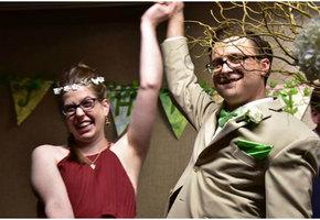 «Это идеальная свадьба!». Пара поженилась через два часа после рождения дочки