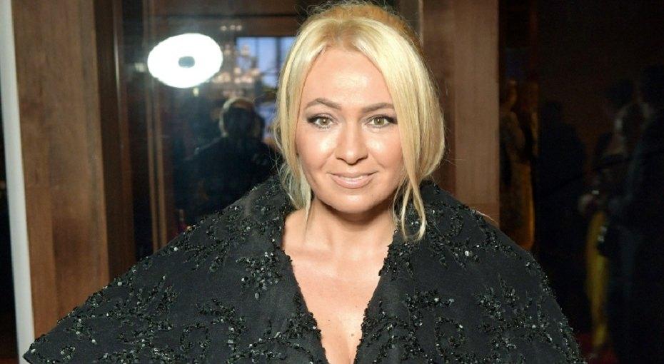 «Просто тростинка»: 44-летняя Яна Рудковская показала фото вкупальнике