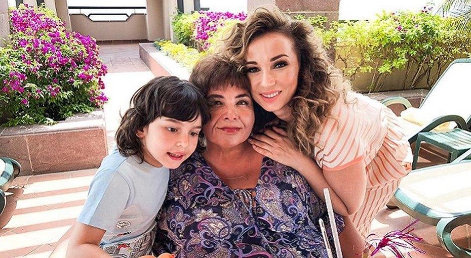 «Я неробот, срываюсь»: методика Анфисы Чеховой непомогла ее маме похудеть