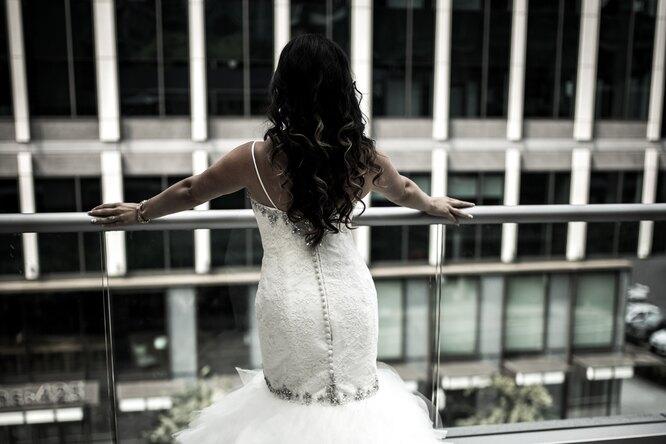 Невеста выбросила жениха со второго этажа заотказ вручить дорогие подарки