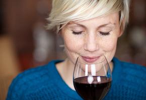 Как подобрать вино к еде? Объясняет сомелье