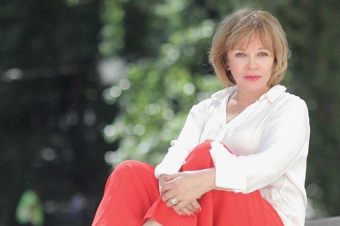 Актриса Елена Валюшкина показала нежное фото сдочерью-выпускницей