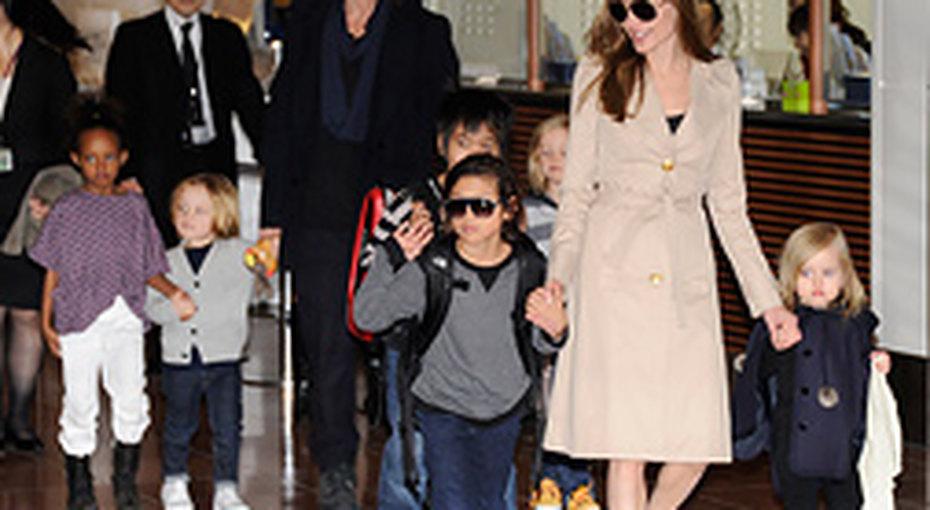 Почему Анджелина Джоли нехочет замуж?