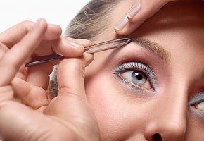 С глаз долой: 5 ошибок при макияже бровей, который прибавляют вам 10 лет
