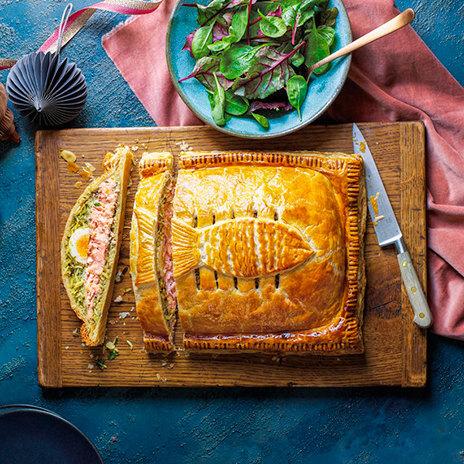 Рецепт кулебяки с лососем и пряным рисом
