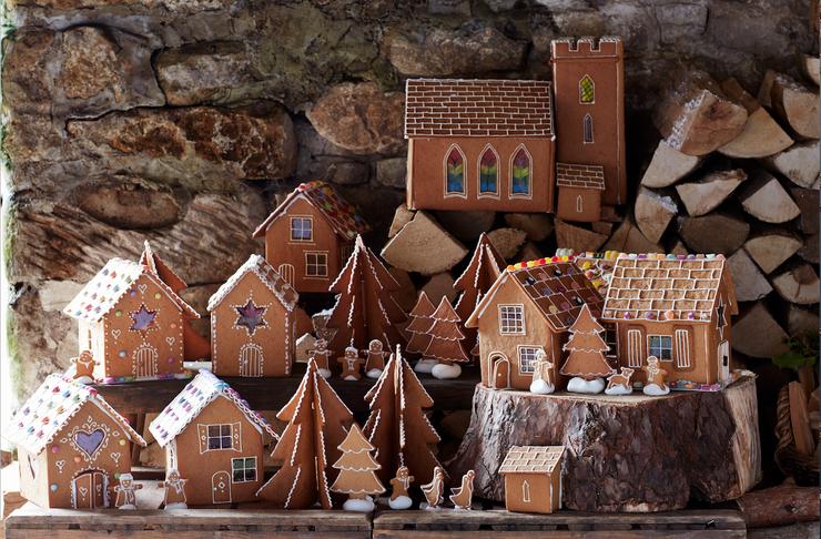 Из нескольких пряничных домиков небольшого размера можно собрать целую деревню!