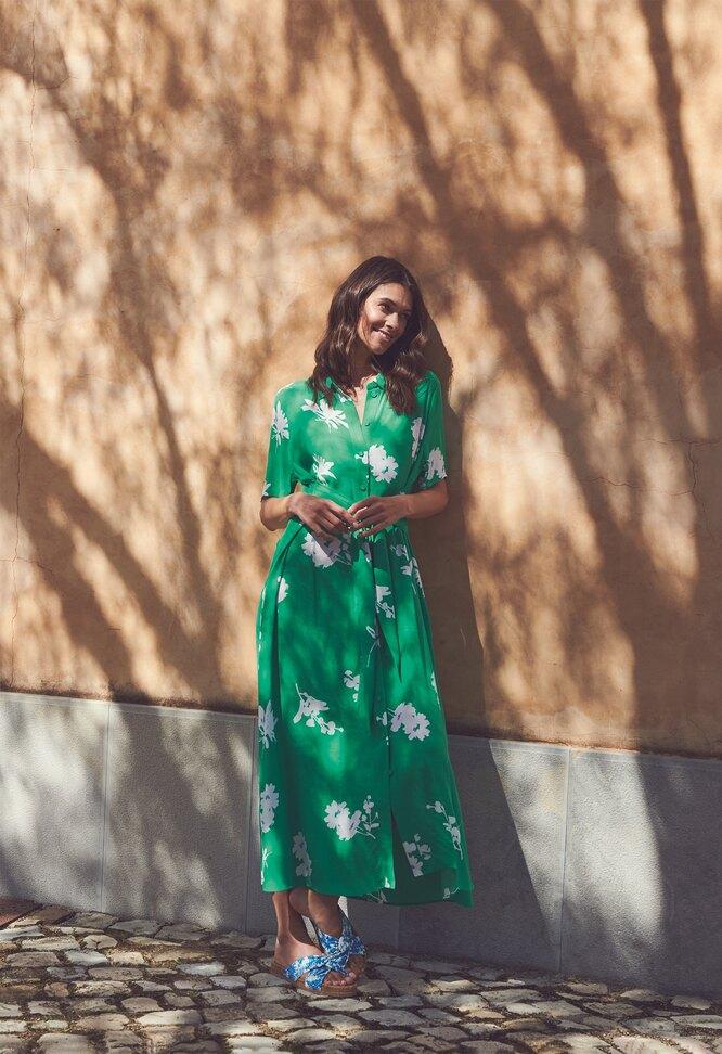 Платье, Marks & Spencer; шлепки, Penelope Chilvers