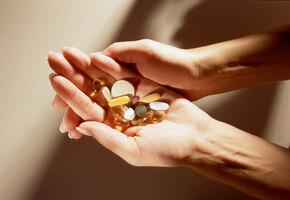 Волшебная пилюля или обман: могут ли витамины помочь при выпадении волос?