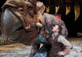 «Эти динозавры – потрясающие актеры!»: Сергей Гузеев рассказал о шоу «Прогулки с динозаврами» и своей роли палеонтолога Хаксли