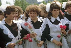 Кто придумал советскую школьную форму? Три вида фартуков и воротничков
