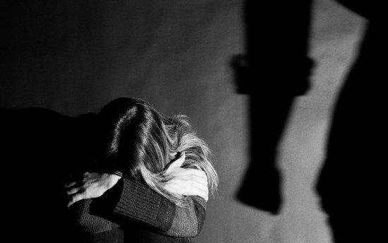 «Муж ходил подому вбелоснежных носочках и, когда находил пыль, избивал». Анна Ривина отом, почему женщины неуходят