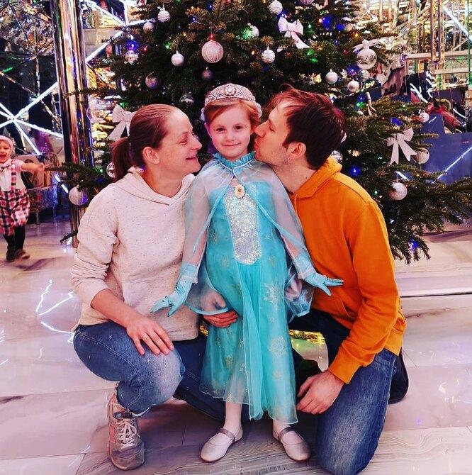 Яна Сексте с мужем Дмитрием Мариным и дочерью Анной