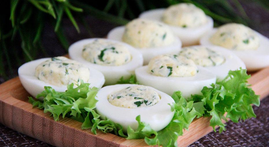 Дьявольские яйца: 7 начинок для популярной закуски