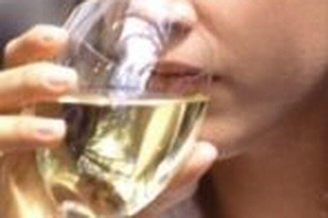 Белое вино вредит зубам