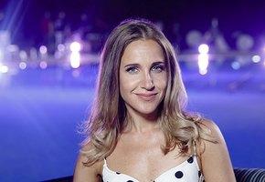 «Верх неприличия»: Юлия Ковальчук вышла в прозрачном платье на фестивале «Жара»